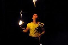 Angel-Bojilov-Wire-juggler-2