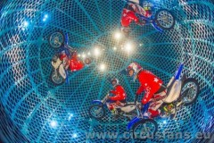 Globe-of-Death-ZIPPOS-CIRCUS-2020-Photographer-Piet-Hein-Out-768x511