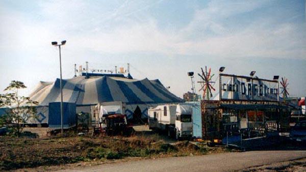 31/01/2004: SIT IN DI PROTESTA DAVANTI AL CIRCO AMEDEO ORFEI CONTRO GLI ANIMALISTI: manifestazione di solidarietà verso il circo!