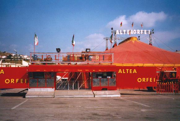 13/10/2002: IL CIRCO ALTEA ORFEI (Mavilla) E' RIENTRATO IN ITALIA