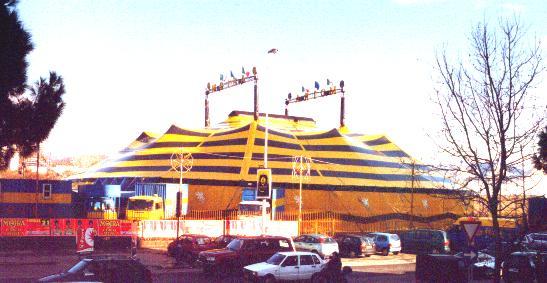 21/12/2001: CIRCO MOIRA ORFEI: A Firenze il nuovo chapiteau