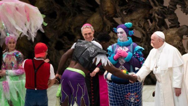 Papa Francesco con artisti del circo