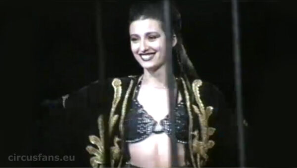 """CINETECA GUIDERI: """"Cristina Togni con le tigri all'American Circus"""" (Prove e act, GE 2/2000)"""
