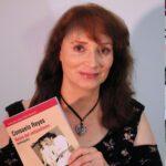 La vita e la carriera di Consuelo Reyes, regina dell'antipodismo, in un libro