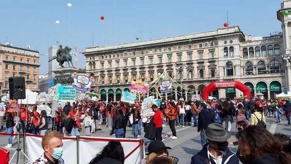 Piazza Duomo trasformata in un circo