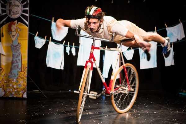 Da Flic una commedia circense dedicata al Giro d'Italia
