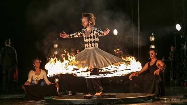 La prima mondiale di Philip Glass Opera Circus